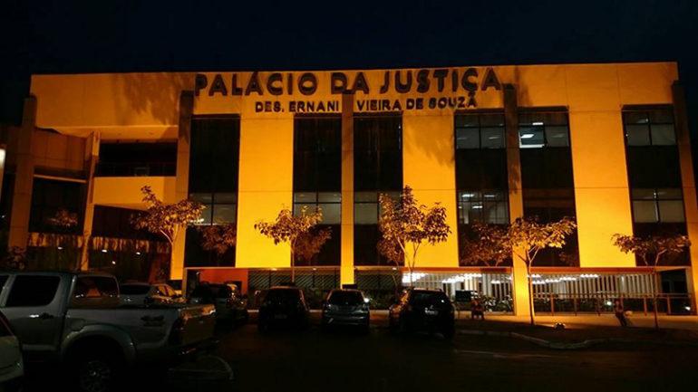 Palácio da Justiça de Cuiabá iluminado para o Setembro Amarelo